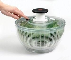 Tellement simple d'utiliser cette essoreuse à salade